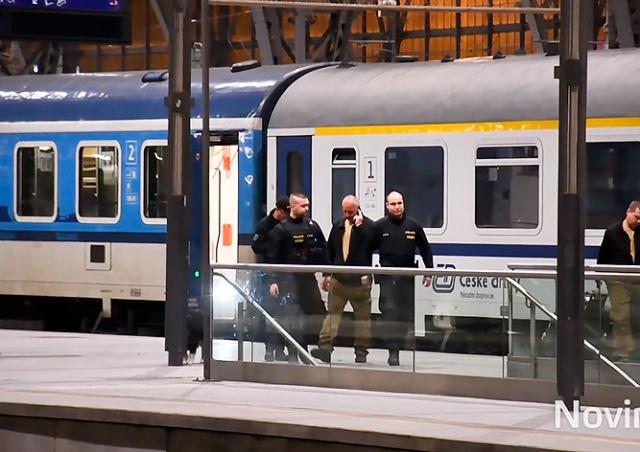 В Праге пассажир забыл в поезде артиллерийский дальномер
