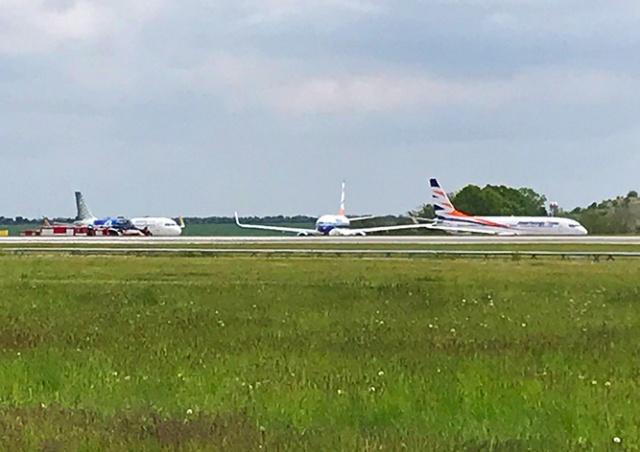 В аэропорту Праги столкнулись два самолета: видео