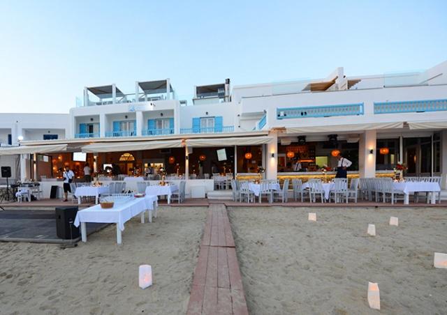 В Греции туристам принесли счет на 830 евро за скромный ужин