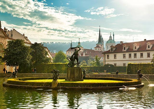 Пражан пригласили на бесплатные концерты в  Валдштейнском саду