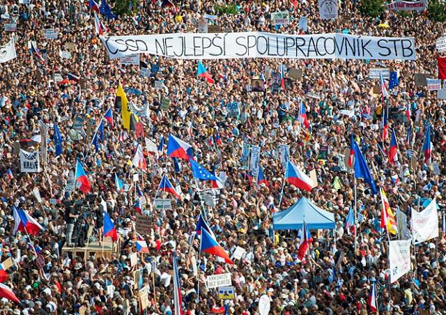 В Праге на митинг против Бабиша вышли 250 тыс. человек: видео