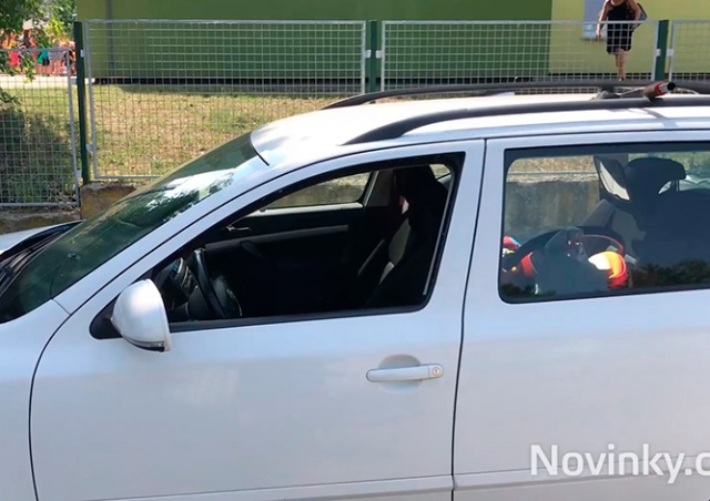 Полицейские в Праге спасли ребенка из запертой машины