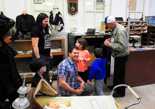 Посетитель музея случайно открыл сейф, который не могли взломать 40 лет