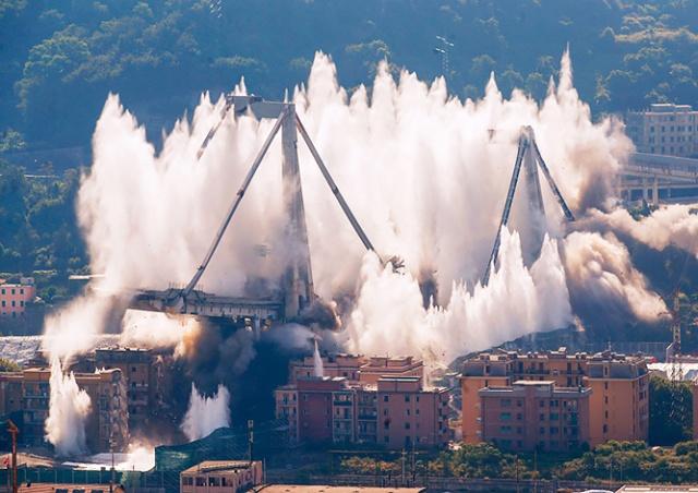 В Италии взорвали остатки печально известного моста Моранди: видео