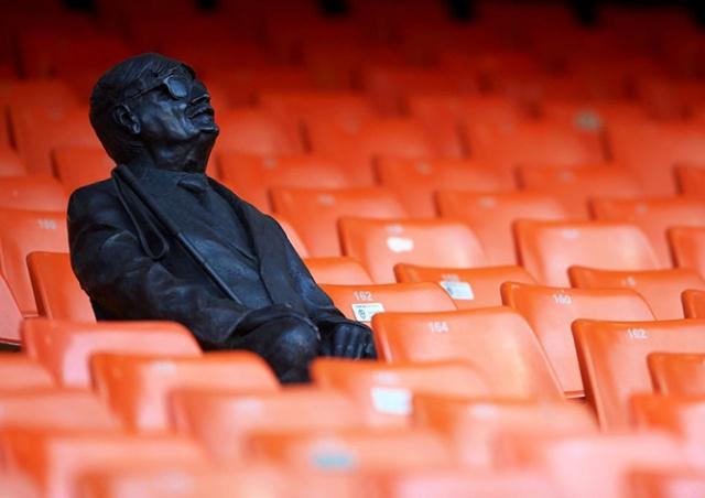 «Валенсия» установила на стадионе памятник самому преданному болельщику