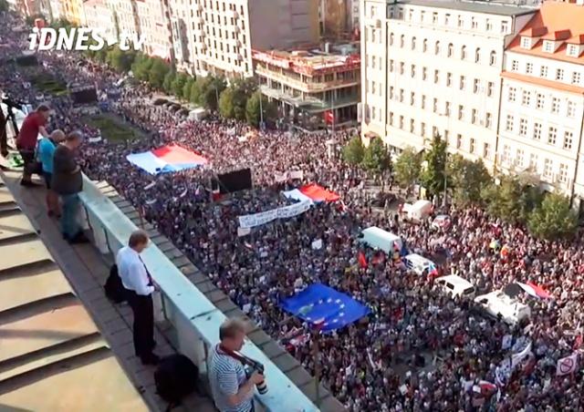 В Праге на митинг против Бабиша вышли 120 тыс. человек: видео