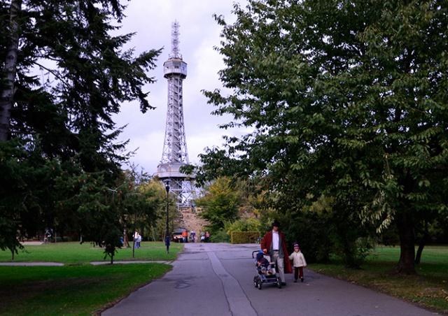 Петршинская башня в Праге окрасится цветами флагов девяти стран