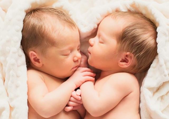 В чешской больнице за три дня родились шесть пар двойняшек