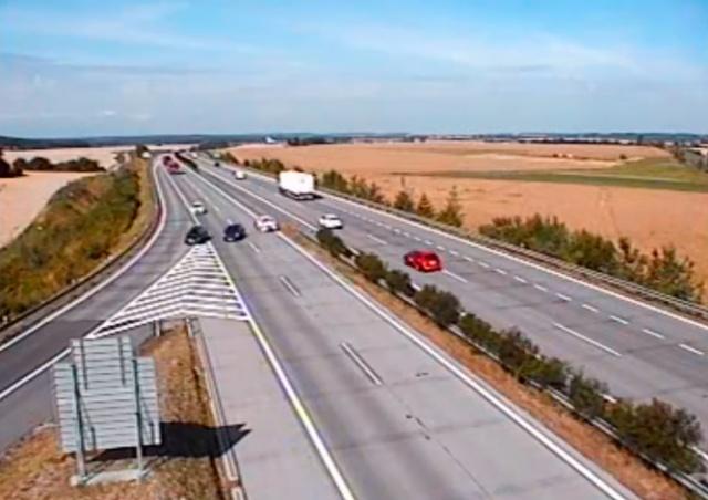 Нелепое ДТП на чешской автомагистрали попало на видео