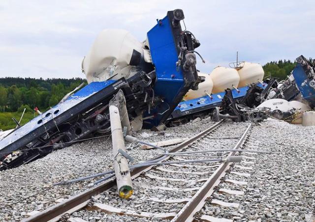 В Чехии сошел с рельсов грузовой поезд: видео