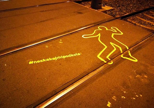 В Праге появились необычные предупреждения об опасности трамваев