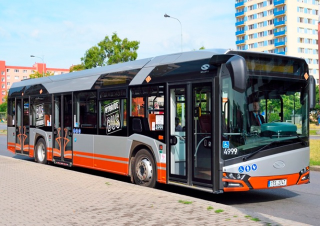 На улицы Праги вышел необычный гибридный автобус