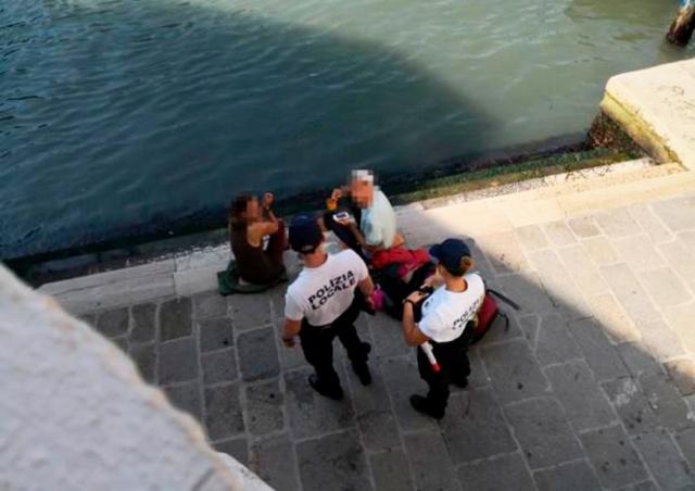 В Венеции туристов оштрафовали на 950 евро за приготовление кофе на набережной