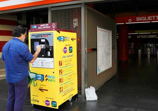 В метро Рима установили автоматы по обмену пластиковых бутылок на билеты