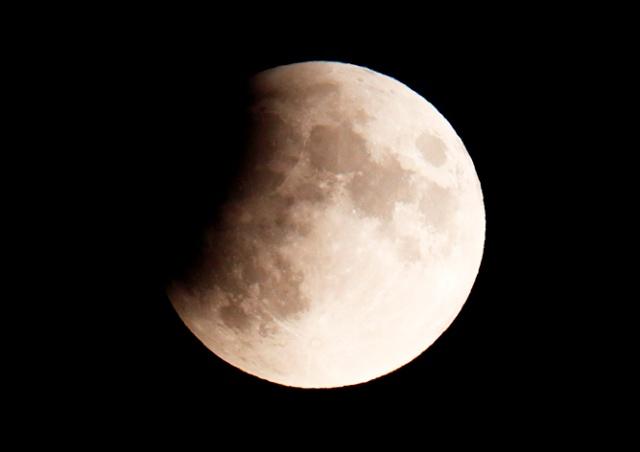 Жители Чехии в ночь на среду смогут наблюдать лунное затмение