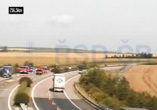 Автомагистраль D1 перекрыли из-за разлива серной кислоты