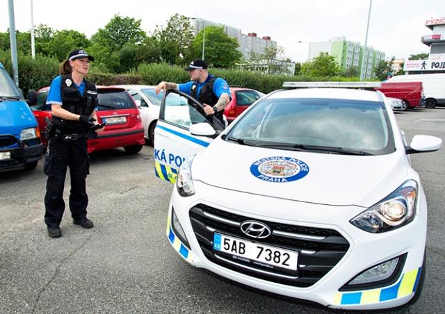 Пражских полицейских упрекнули в «неэкономичном» спасении ребенка
