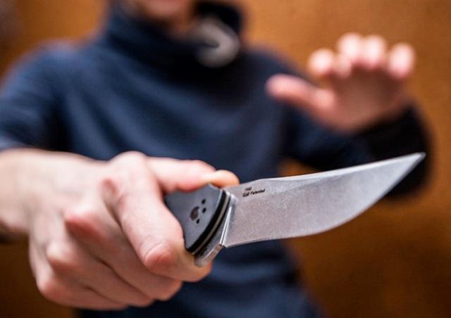 Порезавший двух прохожих в Праге преступник оказался иностранцем