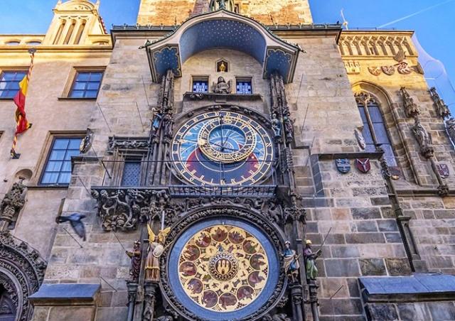 Прага решила не возвращать памятную доску в честь Конева на Староместскую ратушу
