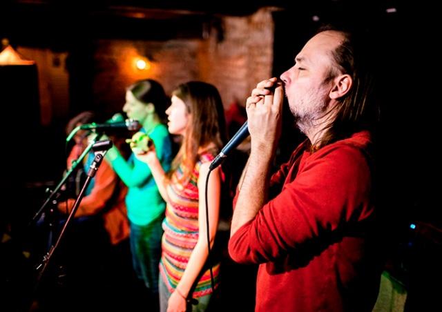 В Праге пройдет концерт Кожекина с фолк-проектом «Да Ладно»