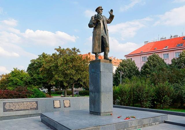 Минобороны Чехии ответило России на просьбу передать памятник Коневу