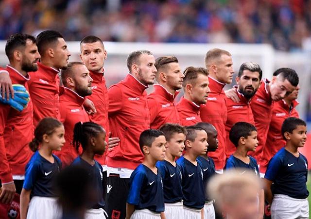 Двойной фейл: футболистам Албании включили гимн Андорры, а затем перепутали с Арменией