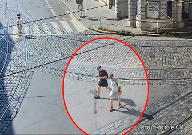 В Праге обворованные полицейские обратились в полицию: видео