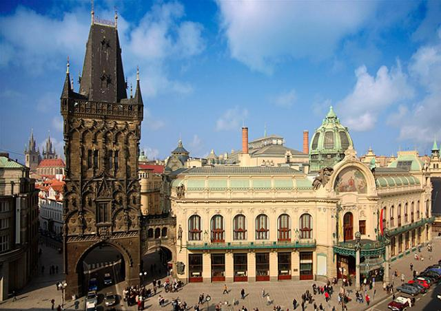 Пороховым воротам в Праге вернут первоначальный цвет