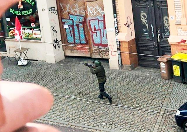 В Германии неизвестные открыли стрельбу у синагоги и закусочной