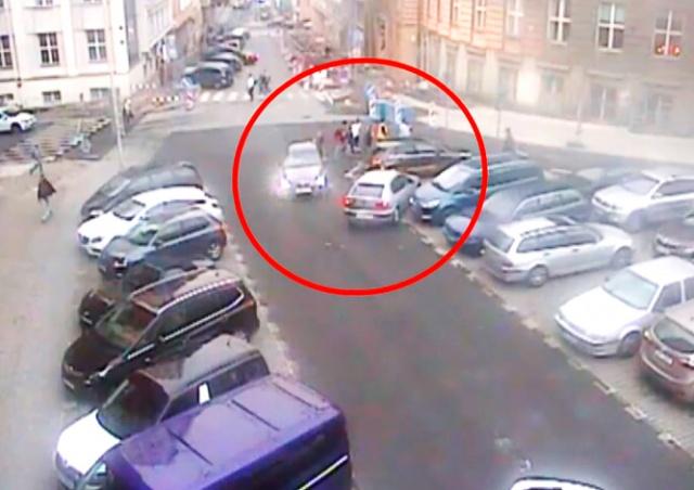 Стычка из-за парковочного места в Праге попала на видео