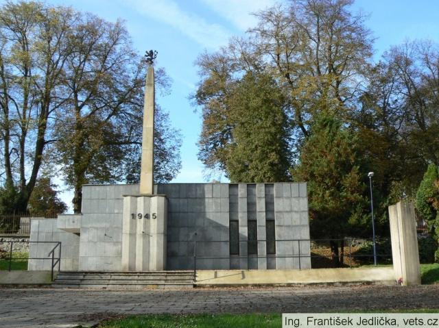 В Бенешове хотят снести памятник красноармейцам