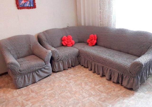 В Чехии двое лентяев выбросили диван из окна. Он упал на прохожую