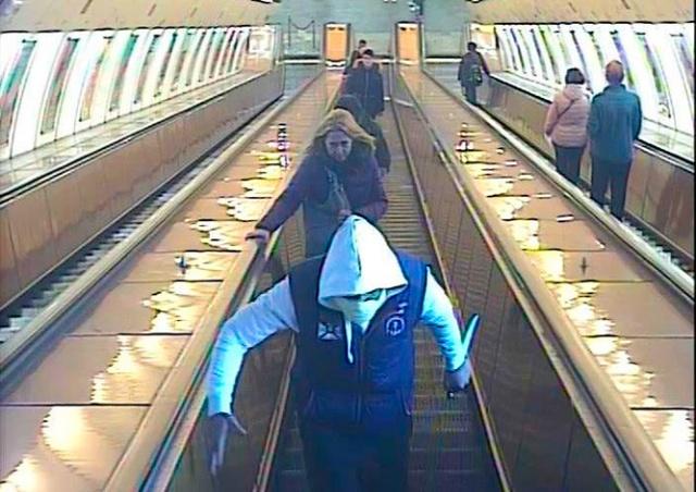 В Праге иностранец угрожал ножом пассажирам метро: видео