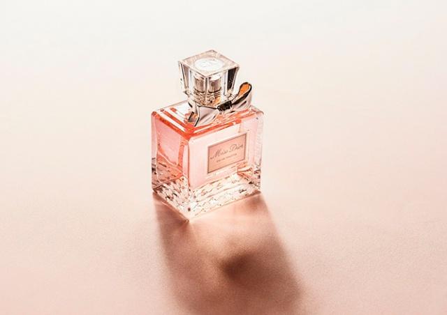 В Чехии иностранцы вынесли с работы парфюмерию на 100 тыс. крон