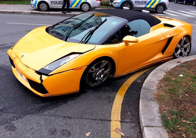 В Праге пьяный водитель Lamborghini протаранил два автомобиля