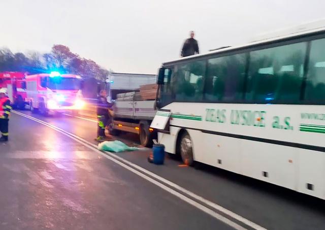 В Чехии школьный автобус врезался в грузовик