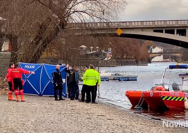 У Карлова моста в центре Праги нашли труп