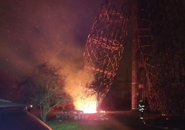 На смотровой башне Doubravka в Праге произошел пожар