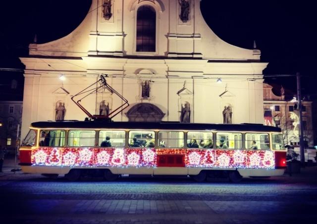 На улицах Брно появятся рождественские трамваи