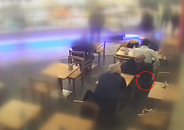 В Чехии у посетителя кафе украли 250 тыс. крон: видео