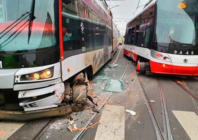 В Праге столкнулись два трамвая: есть пострадавшие