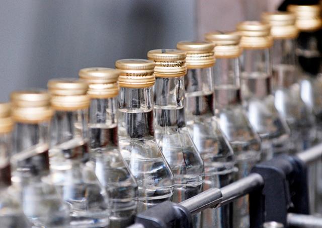 Челябинские пенсионерки незаконно запустили заброшенный ликеро-водочный завод