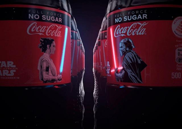 Coca-Cola выпустила бутылки со светящимися мечами из «Звездных войн»