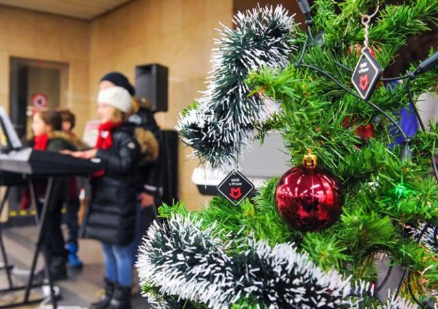Сегодня в пражском метро зазвучат рождественские мелодии