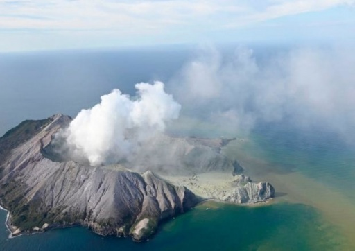 Извержение вулкана в Новой Зеландии: не менее 5 погибших, десятки раненых