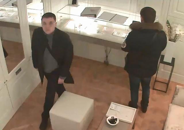 Русскоговорящие воры похитили из магазина в центре Праги золотые браслеты: видео