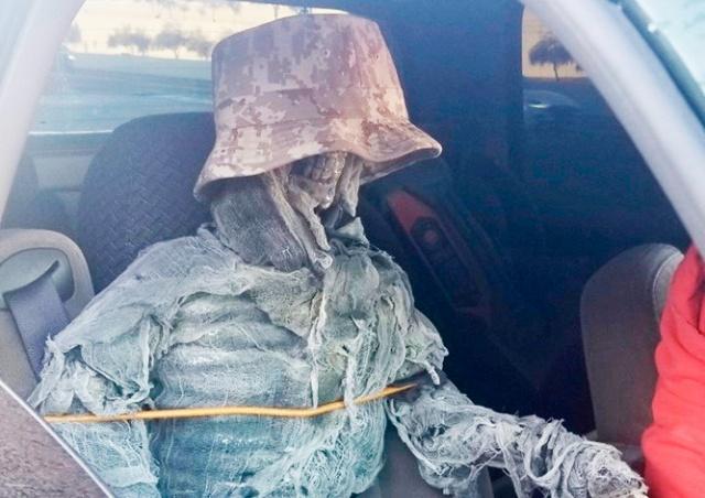 В США водитель ездил со скелетом, чтобы пользоваться выделенной полосой