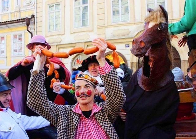 В субботу в центре Праги Масленицу отметят карнавальным шествием