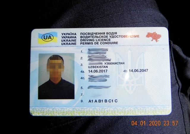 В Праге задержали таксиста с польской визой, украинскими правами и узбекским паспортом