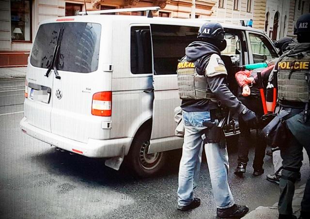 Полиция Праги задержала налетчиков, ограбивших АЗС. Это иностранцы